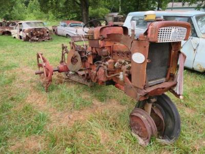 International 340, parts tractor