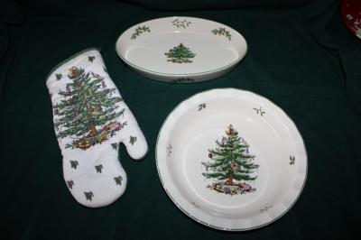 "Spode ""Christmas Tree"" 11"" oval baking dish"