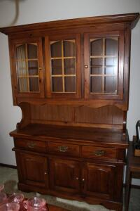 Bassett 2-piece china hutch