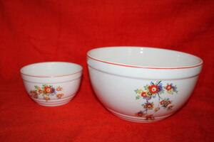 Pair of Knowles Utility Ware bowls 39-12