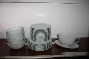 Schonwald china set, 31 +/- pieces