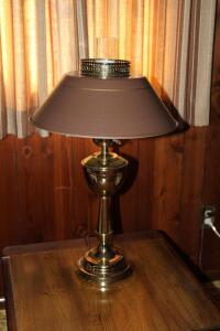 Table lamp with metal shade