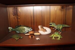 Frog and dinosaur figurines