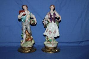 Man and woman peasant figurines