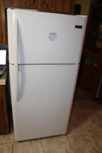 2017 Crosely refrigerator with icemaker