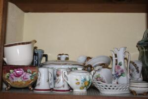 Assorted china pieces