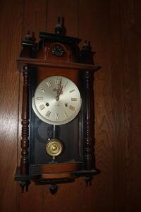 Linden wall clock with key