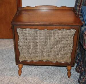 Marquette Marque 401 turn table and speaker end tables