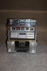 Seeburg Consolette tabletop jukebox, no key
