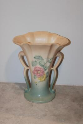 Hull 2-handled vase