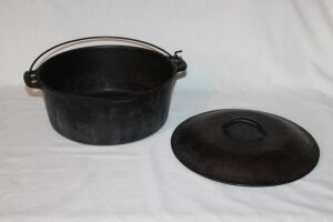 Wagner ware cast iron Dutch oven