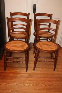 Set of 4 woven bottom chairs