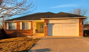Wonderful Family Home In Springdale Estates Offered At Online Auction - Columbia, MO
