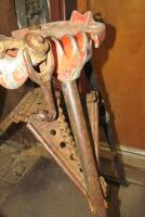 Pair of Ridgid tri-stand pipe clamping stands - 8