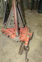 Pair of Ridgid tri-stand pipe clamping stands - 3