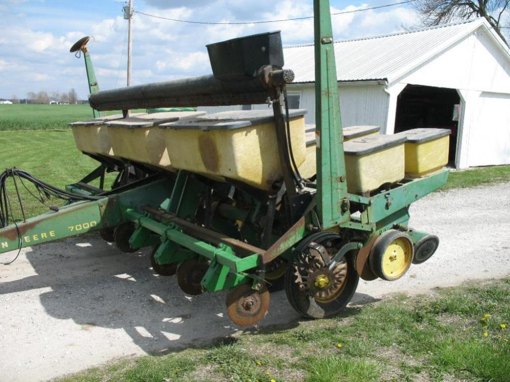 John Deere 7000 6 Row 30 Planter