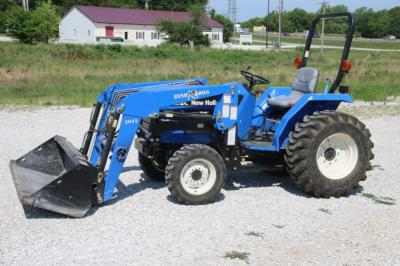 Low-hour 2006 New Holland TC30 tractor
