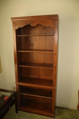 Lot 73 Of 417 Knotty Pine Bookshelf