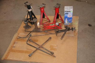 Jack stands and hydraulic jacks